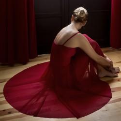 Descripción Falda circular MOIRA, confeccionada en tul ligero, elastico y transparente, con mucho vuelo y caida Composición  Poliamida 92% Elastano 8%